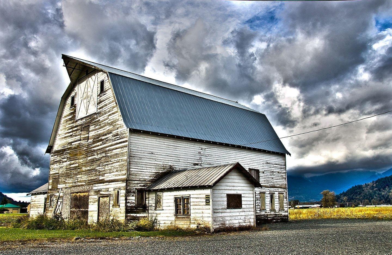 Blue Barn by Kelly Cushing